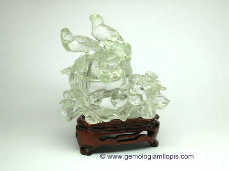 Jarrón de pájaros tallado en cuarzo cristal de roca.