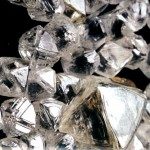 ¿Sabes como es un diamante en bruto sin tallar y como es un carburo de silicio o moisanita?