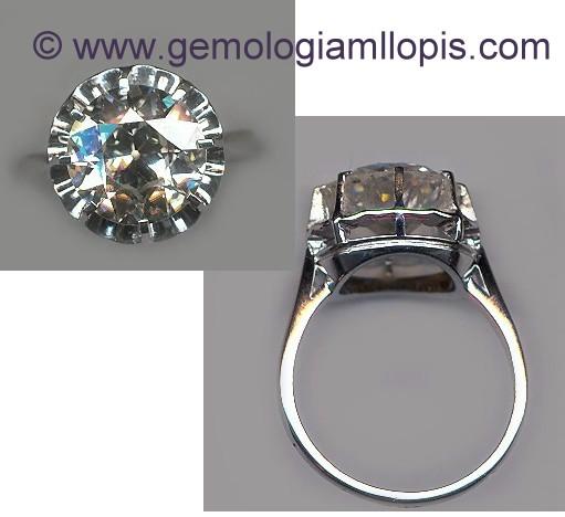 Solitario de platino con diamante de talla brillante antigua