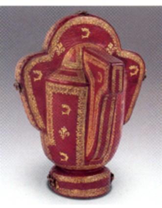 Estuche para vaso con asa trebolada. Tesoro del Delfín. Museo Nacional del Prado.
