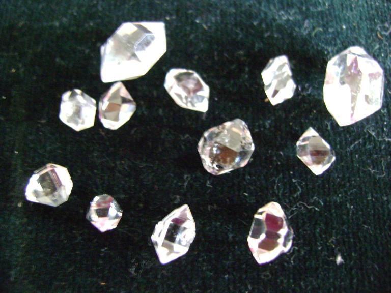 """""""Diamantes de Tucson"""", nombre comercial equívoco de cristales de cuarzo """"cristal de roca"""""""
