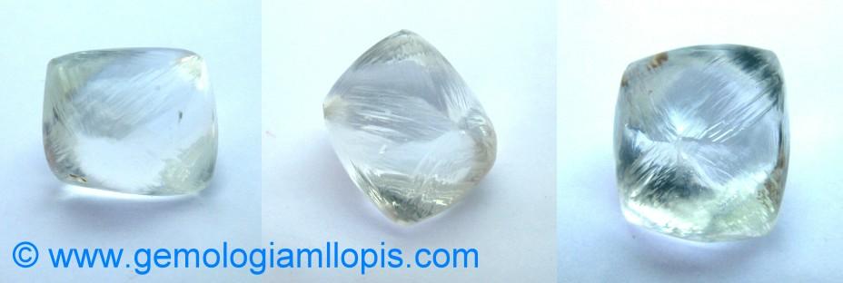 Octaedro de topacio tallado para imitar a un octaedro de diamante.