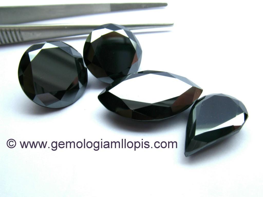 Moisanitas negras compradas como diamantes negros.