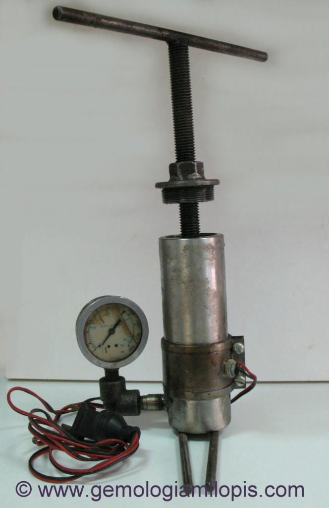 Bomba de presión para tratamiento de relleno de aceite en las esmeraldas.