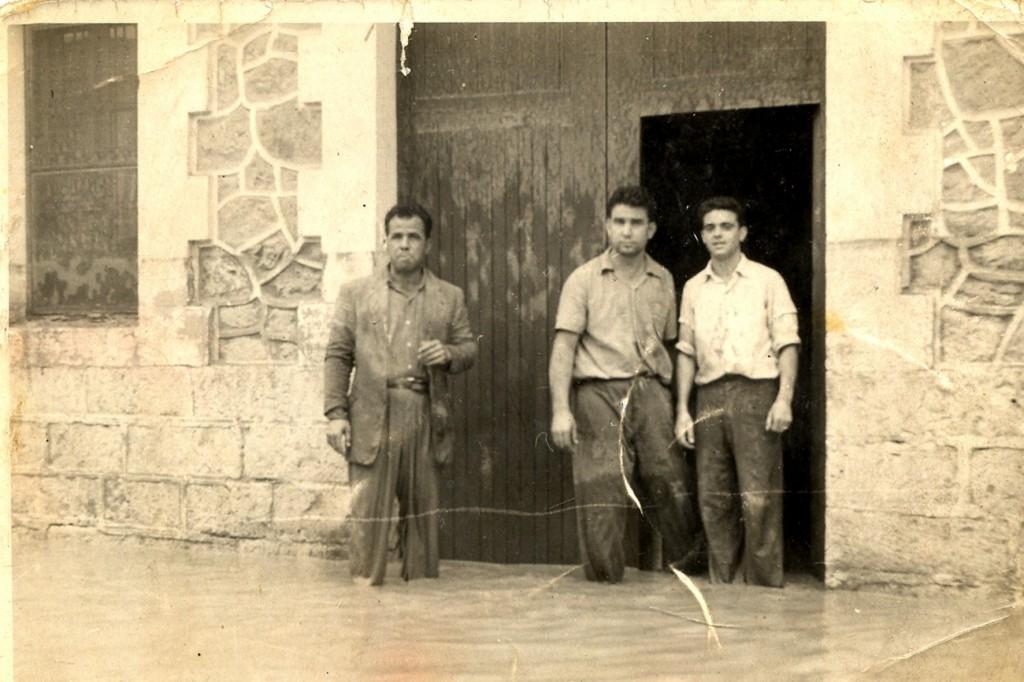 Puerta de la casa y taller de joyería de Manuel Llopis en la riada de 1957
