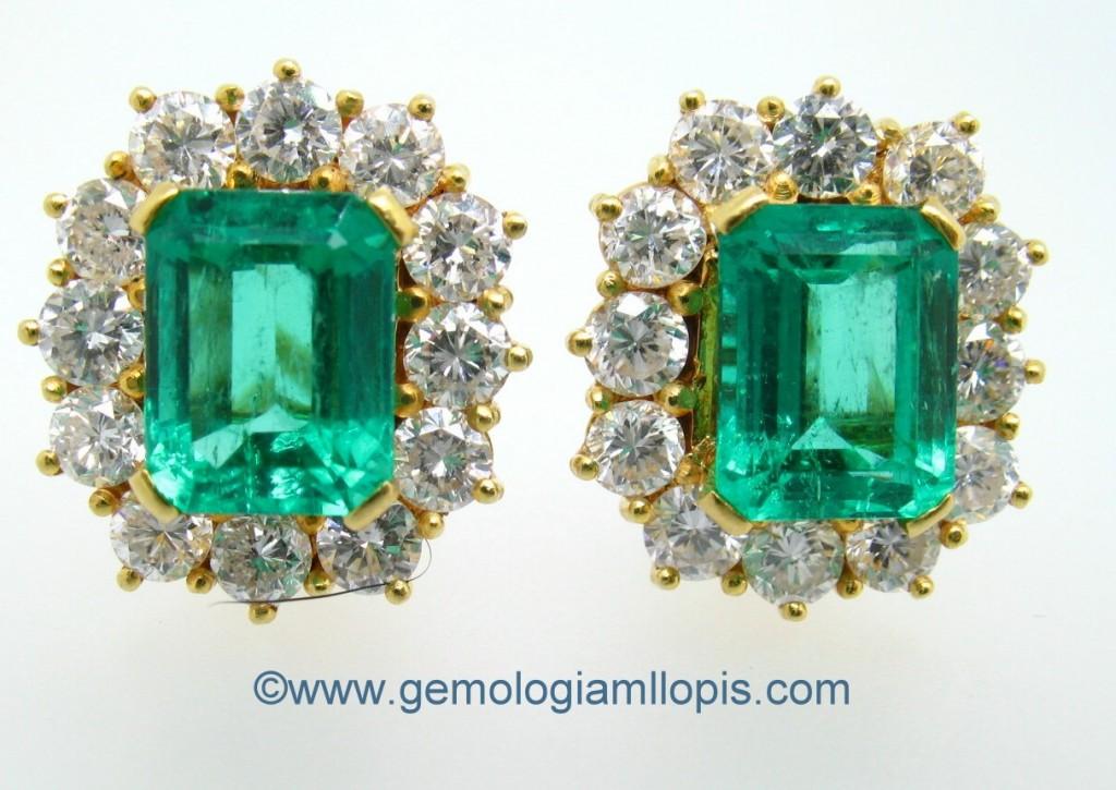 Pendientes con esmeraldas colombianas rellenas de resina epoxi.