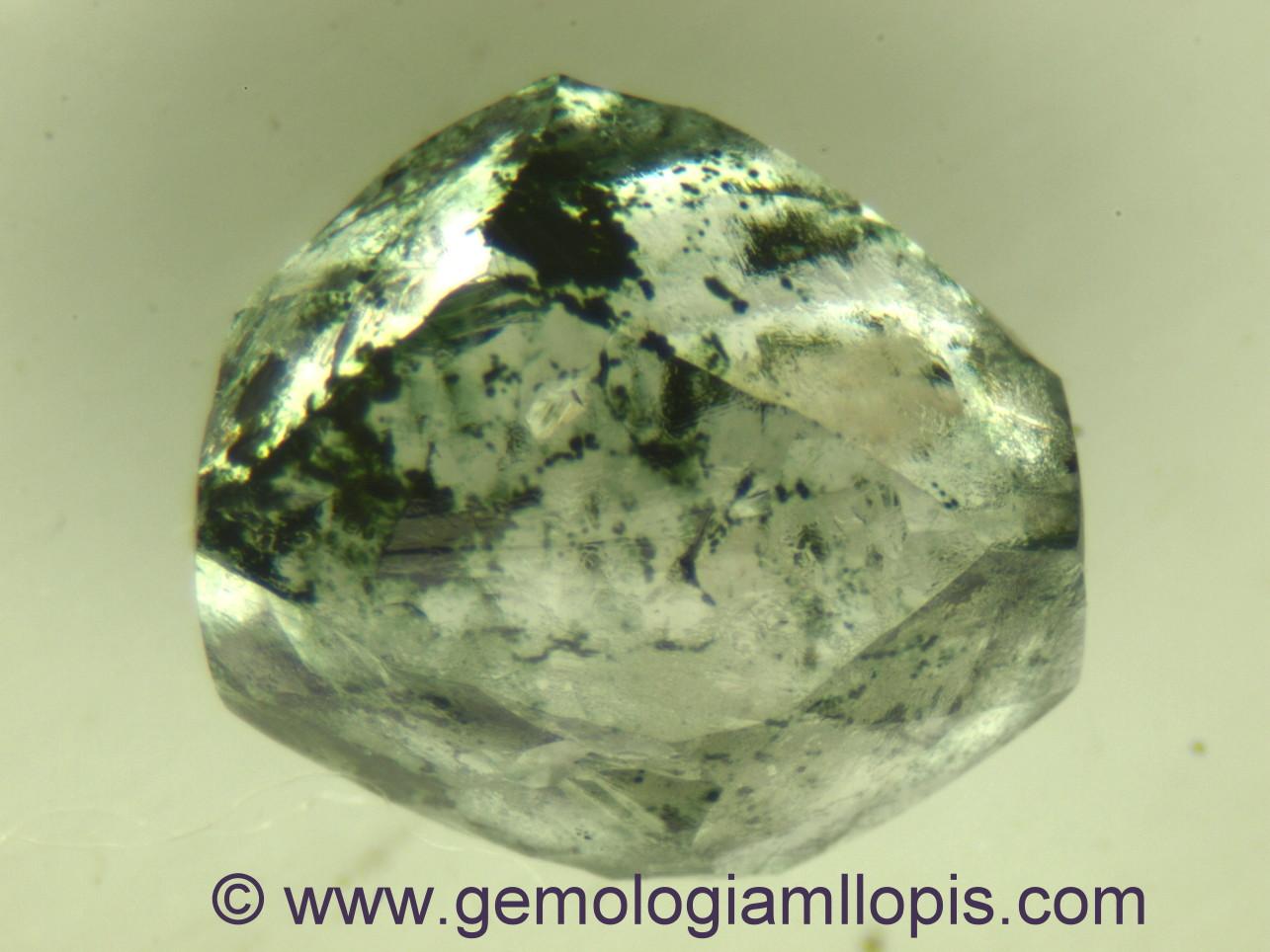 Diamante en bruto tratado por irradiación | Gemología MLLOPIS