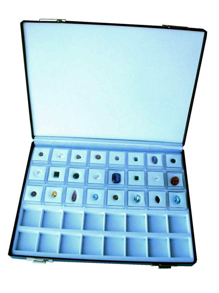 Ejemplo de estuche con cajitas para poder presentar las piedras.