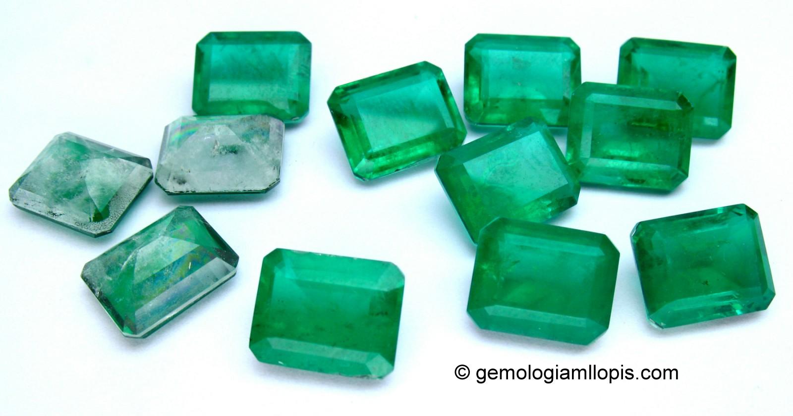 Dobletes de cuarzo. Dos partes de cuarzo unidos por una lámina de color verde esmeralda.
