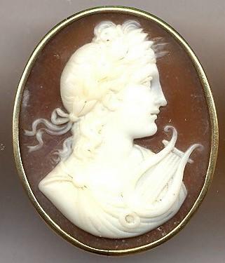 Apolo, divinidad de la mitología clásica. Concha de molusco marino, 2,5 cm x 3,0 cm