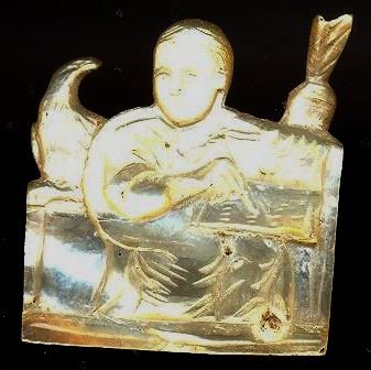 San Jerónimo escribiendo. Nácar. 2,0 cm x 1,50 cm