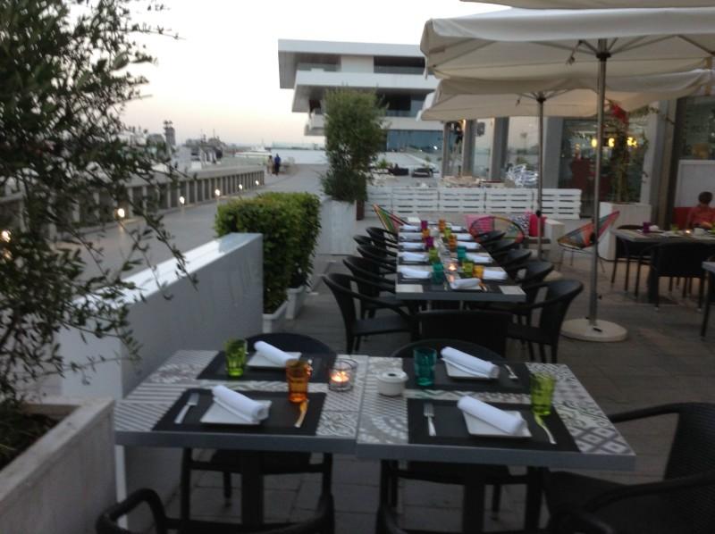 Cena gemológica en el restaurante Dos Lunas Beach