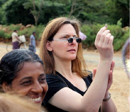 Lisa Elser en Sri Lanka comprando gemas