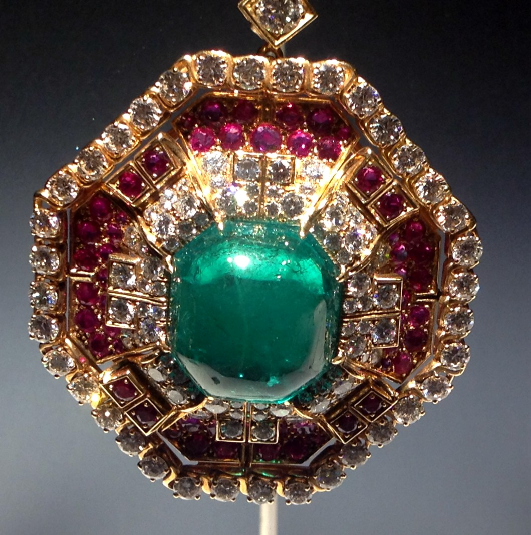 broche cabujon esmeralda