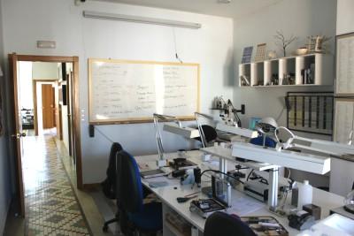 Aula del Laboratorio Gemológico MLLOPIS
