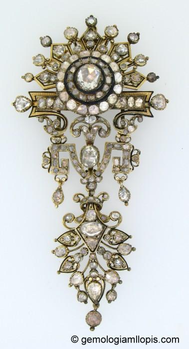 Soberbio broche repleto de diamantes