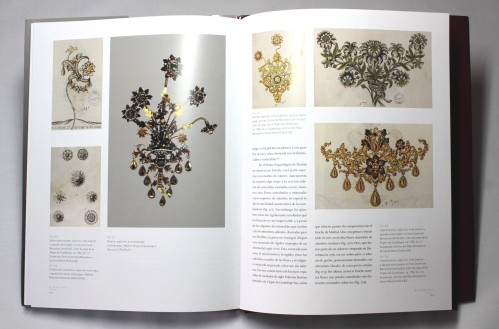 El libro tiene una gran cantidad de ilustraciones