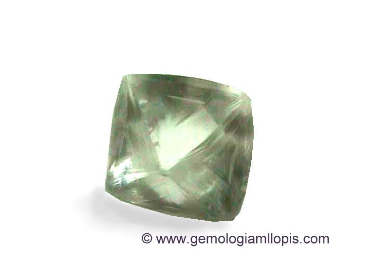 Octaedro de Topacio tallado en esta forma para  imitar al  Diamante