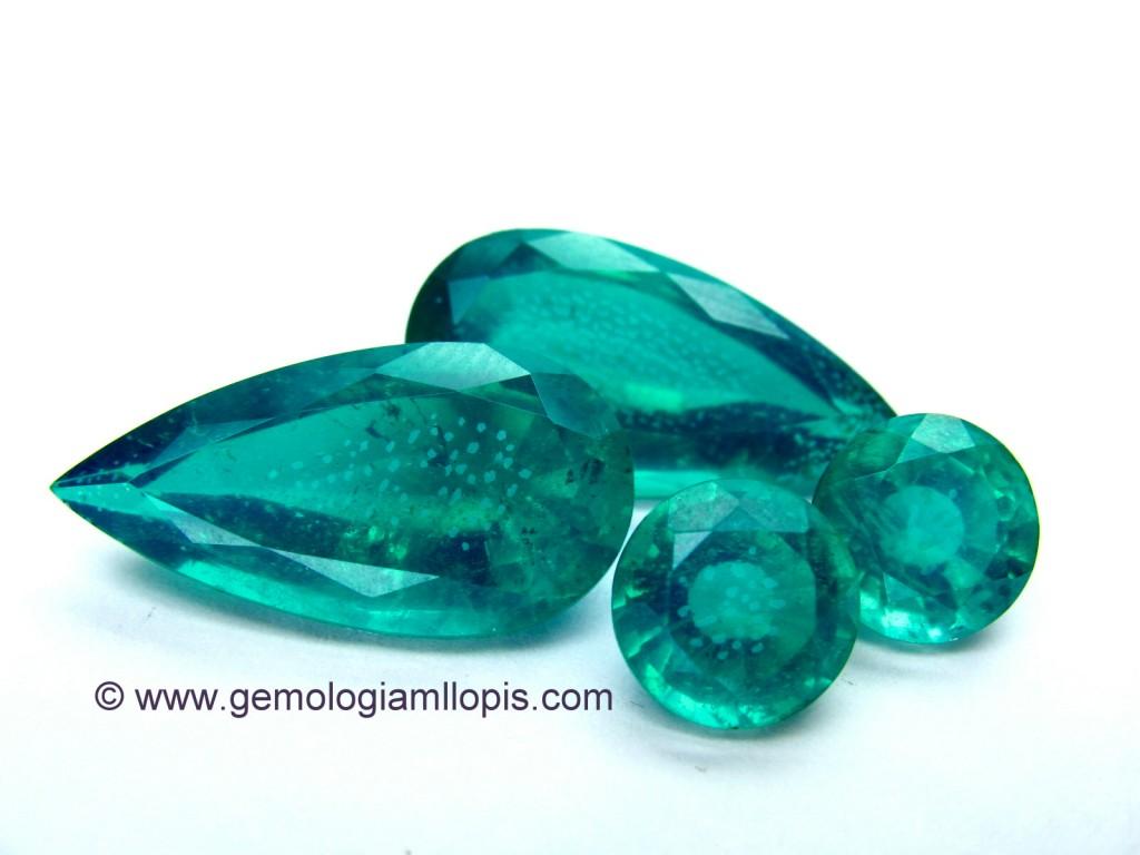 Dobletes esmeralda soude (cuarzo cristal de roca con pegamento verde) despegados