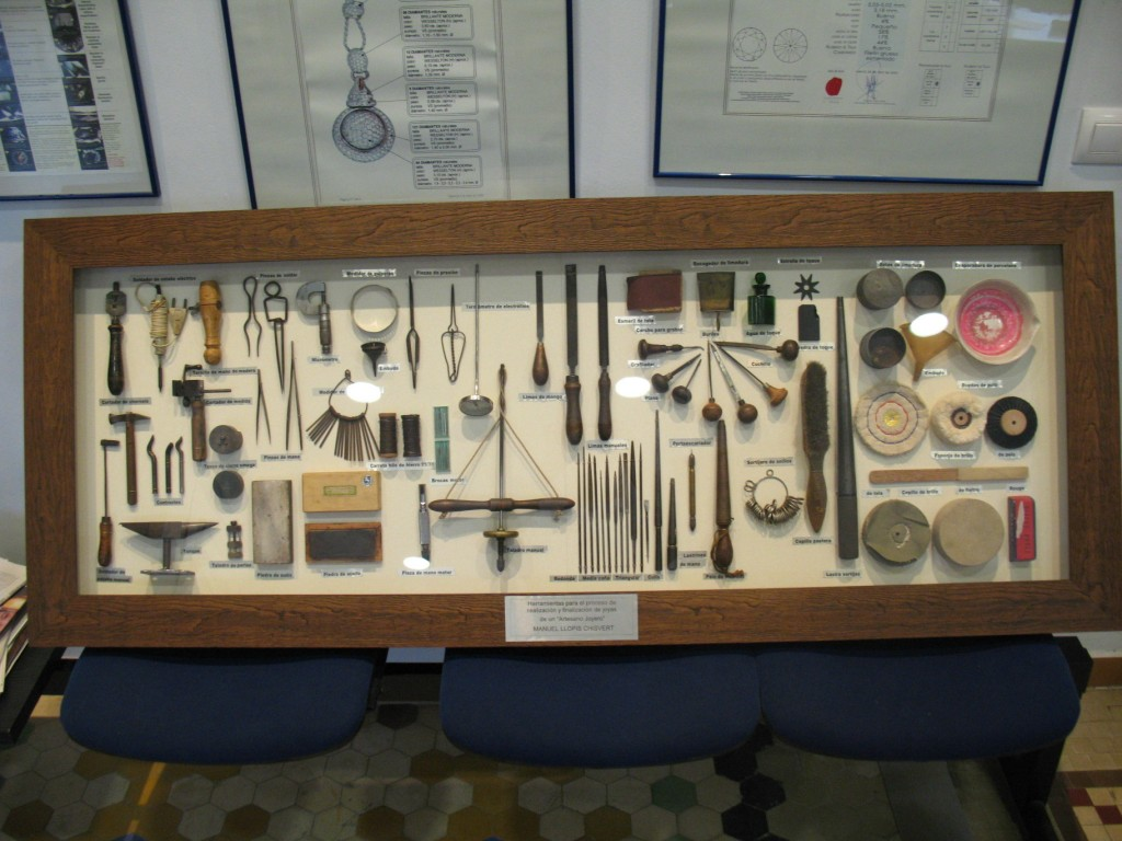 Mural de herramientas de joyero Manuel Llopis Chisvert