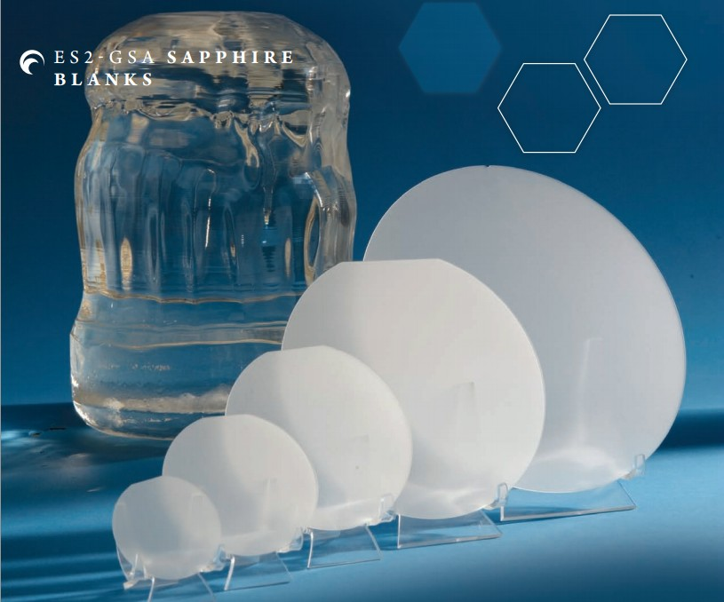 Cristales sintéticos de zafiro incoloro de 200 kg. de peso y 30 cm de diámetro