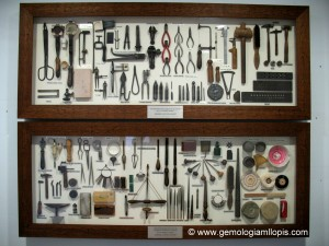 Mural de herramientas de un artesano joyero Manuel Llopis Chisvert