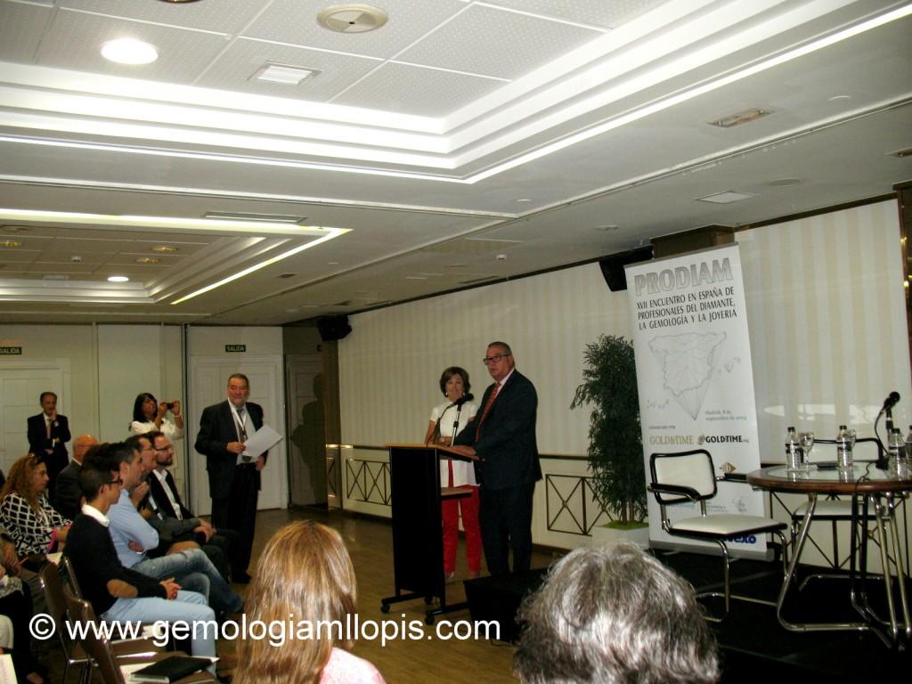 Premio José Nicolau 2015 entregado por la Presidenta de AETA a Don Fernando Yandiola