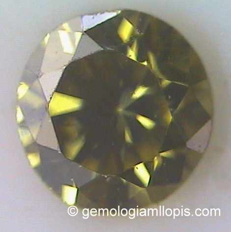 Diamante con las aristas formadas por las facetas corroídas.
