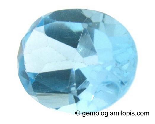 Topacio azul cuyo color se debe a radiaciones