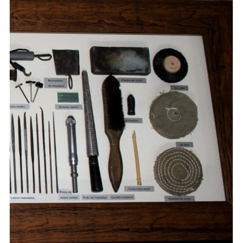 detalle mural herramientas de joyero4-500x500